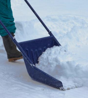 уборка снега ручным способом