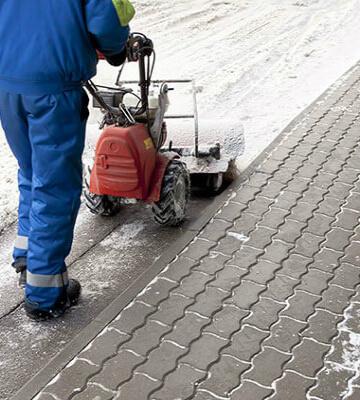 Уборка снега с тротуаров спб